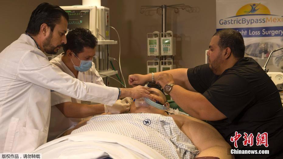 世界最重男子接受手术 曾4个月减重170公斤