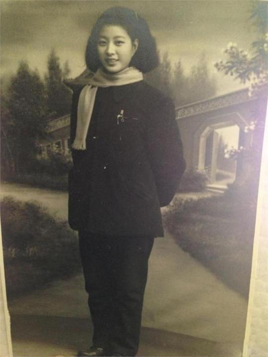 范冰冰奶奶年轻时旧照曝光 颜值超高惊艳众人