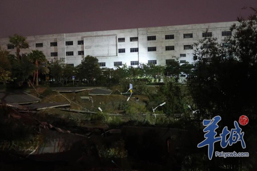 广东佛山路面塌陷已致8死 地陷面积约2个篮球场大