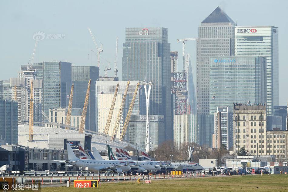 泰晤士河惊现二战未爆炸弹 伦敦城市机场紧急关闭