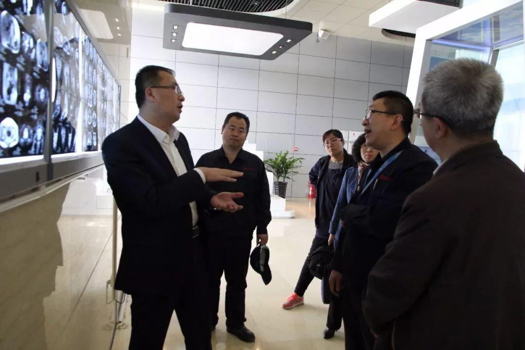 市食药监局局长陈铁英到包头市稀宝博为医疗系统有限公司进行调研