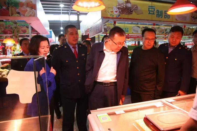 市食药监局局长陈铁英在昆区调研食品药品安全监管工作