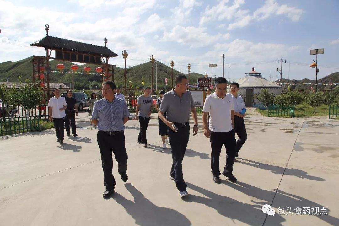 市食药监局局长陈铁英到石拐区调研食品药品安全监管工作情况