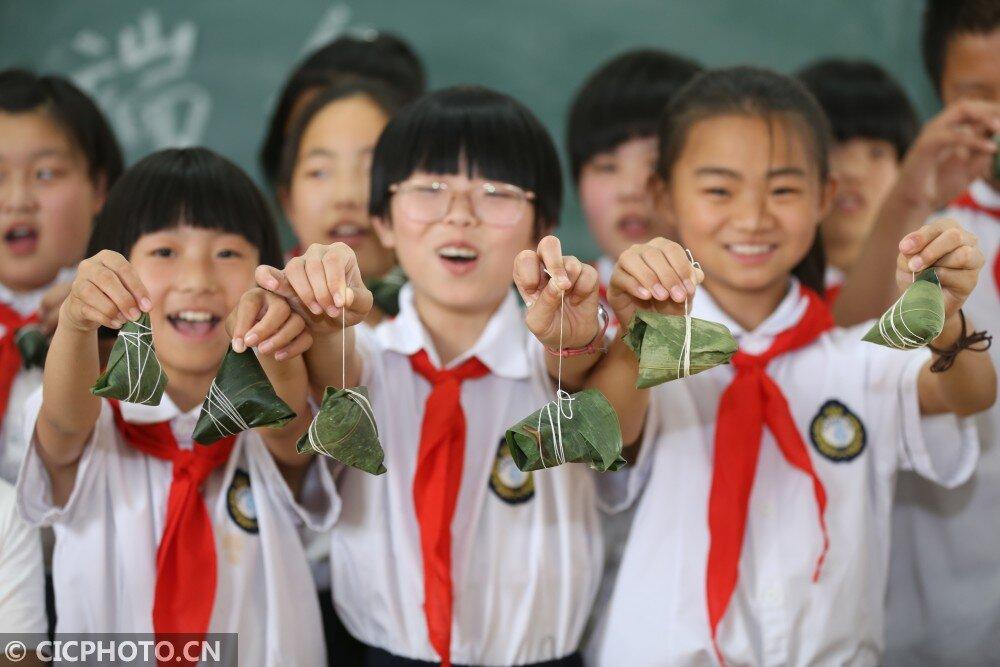 河北平乡:包粽子迎端午