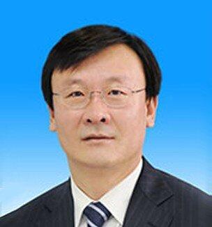 赵江涛,男,蒙古族,1962年9月出生,内蒙古科右中旗人,1984年7月加入中国共产党,1984年8月参加工作,内蒙古大学公共管理专业毕业,硕士。      现任包头市委副书记、市人民政府代市长。