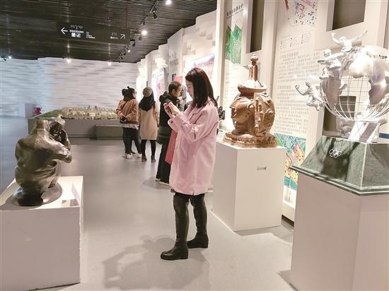 喜迎十九大自治区雕塑作品展