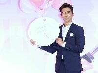 修杰楷绅士范儿出席品牌公益活动 爱心助力女性癌友
