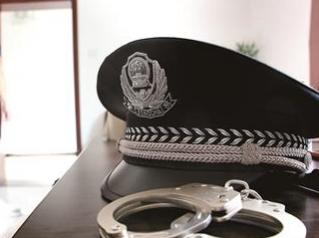 石拐公安分局禁毒大队破获一起吸食毒品行政案件