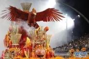 巴西狂欢节进入第三天 漫天歌舞昼夜不停