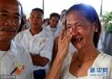 菲律宾多对新人于情人节前夕完婚(组图)