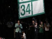 绿军传奇皮尔斯球衣退役仪式