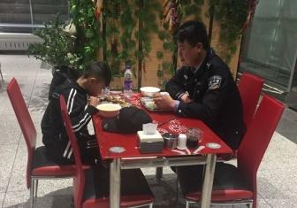 独自乘机下错站  包头机场公安分局民警助12岁男孩顺利返校