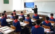 朝鲜小学开学,教室配多媒体设备