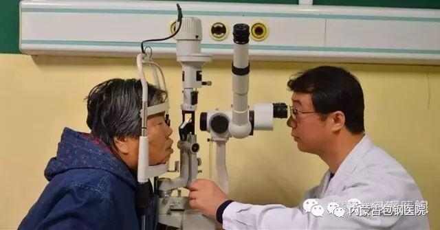 【光荣榜】2017年感动医院人物--眼科副主任辛向阳