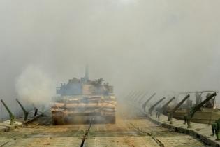 陆军在新疆库尔勒举行军事集训 近400名将校军官推演未来战争