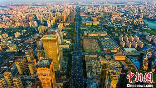 专家:中国房地产市场有几十年黄金期 大跌不可能