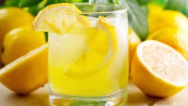 原来,营养专家都是这样喝柠檬水的