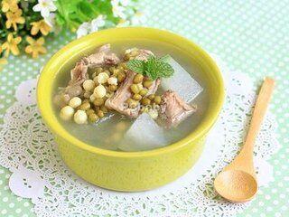 荷叶百合绿豆煲水鸭汤清暑解热又养心安神