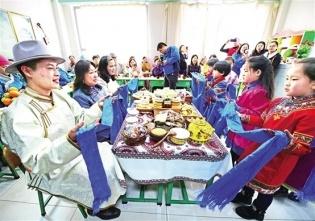 """内蒙古:草原""""安达""""一家亲"""