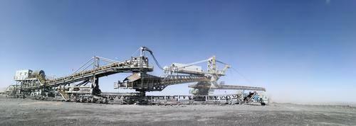 """200多吨的""""钢铁巨兽""""完美横移"""