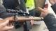 """面包车里放着""""枪""""被市民报警 交警一查发现原是虚惊一场"""