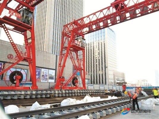 呼市地铁钢轨全程包钢造