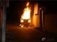 凌晨时分小车起火猛烈燃烧 东河消防员现场扑救火情