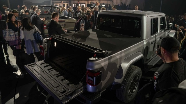 Jeep Gladiator皮卡亮相洛杉矶车展 越野与实用性兼备
