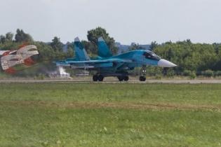 两架俄罗斯苏-34战机在日本海上空相撞