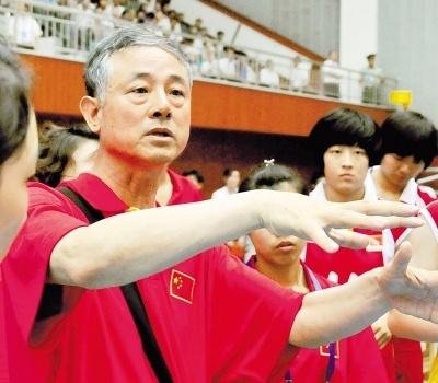 郝振生:忠诚教育事业   培养体育人才