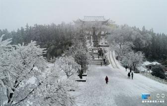 春雪覆盖冶父山 银装素裹美如画