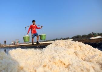 缅甸的盐田