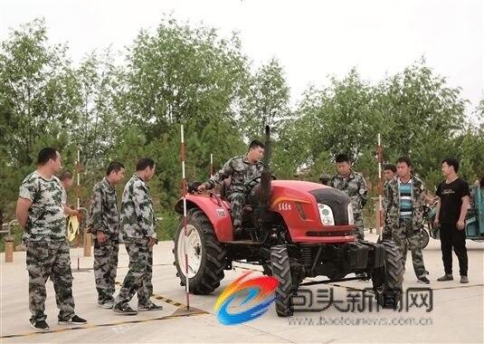 新型职业农民接受技能培训