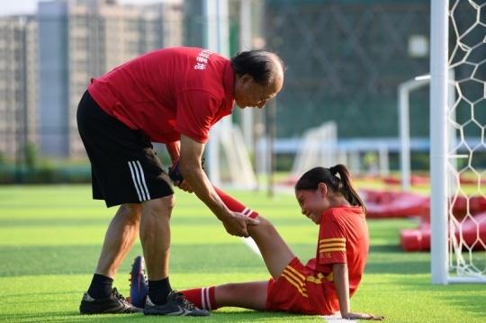 """足球小将们的""""教练爷爷""""教练爷爷"""
