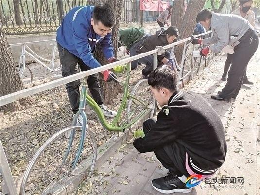 废自行车变身护栏