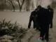感情失意 女子深夜雪中独跪两小时