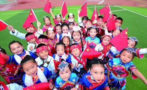 """今天的包头格外鲜艳!?有一种表白,叫""""中国红"""""""