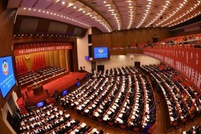 自治区政协十二届三次会议隆重开幕