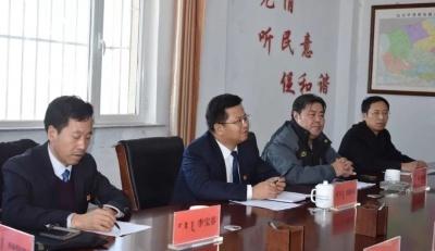 刘海泉与选民代表见面时表示,当好桥梁和纽带,不辜负选民的信任与厚望