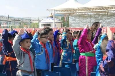 达茂旗蒙古族学校: 孩子们迎来快乐新学期