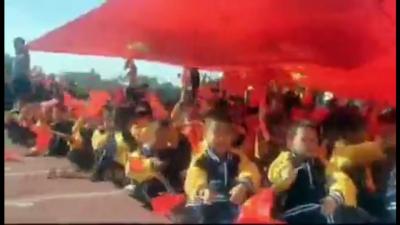 """包头日报""""安利杯•礼赞新中国 讴歌新时代""""短视频系列展播——沙河一小:红领巾心向党"""